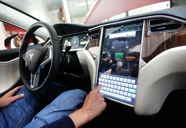 Tesla Model S Draws Crowd To Menlo Showroom News Almanac Online